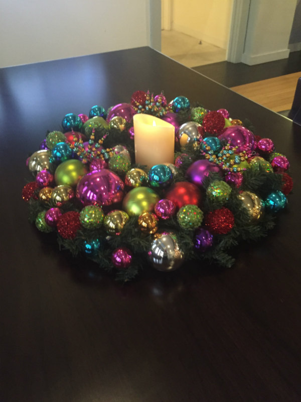 christmas-ornament-candle-centerpiece