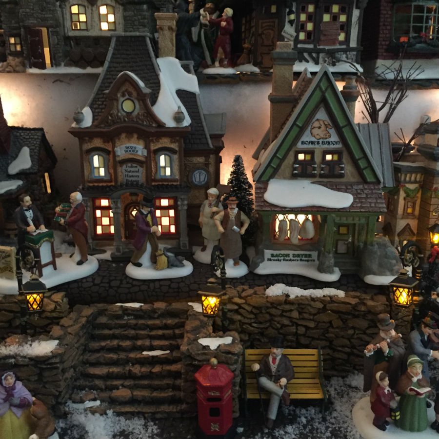 dickens-english-christmas-model-village