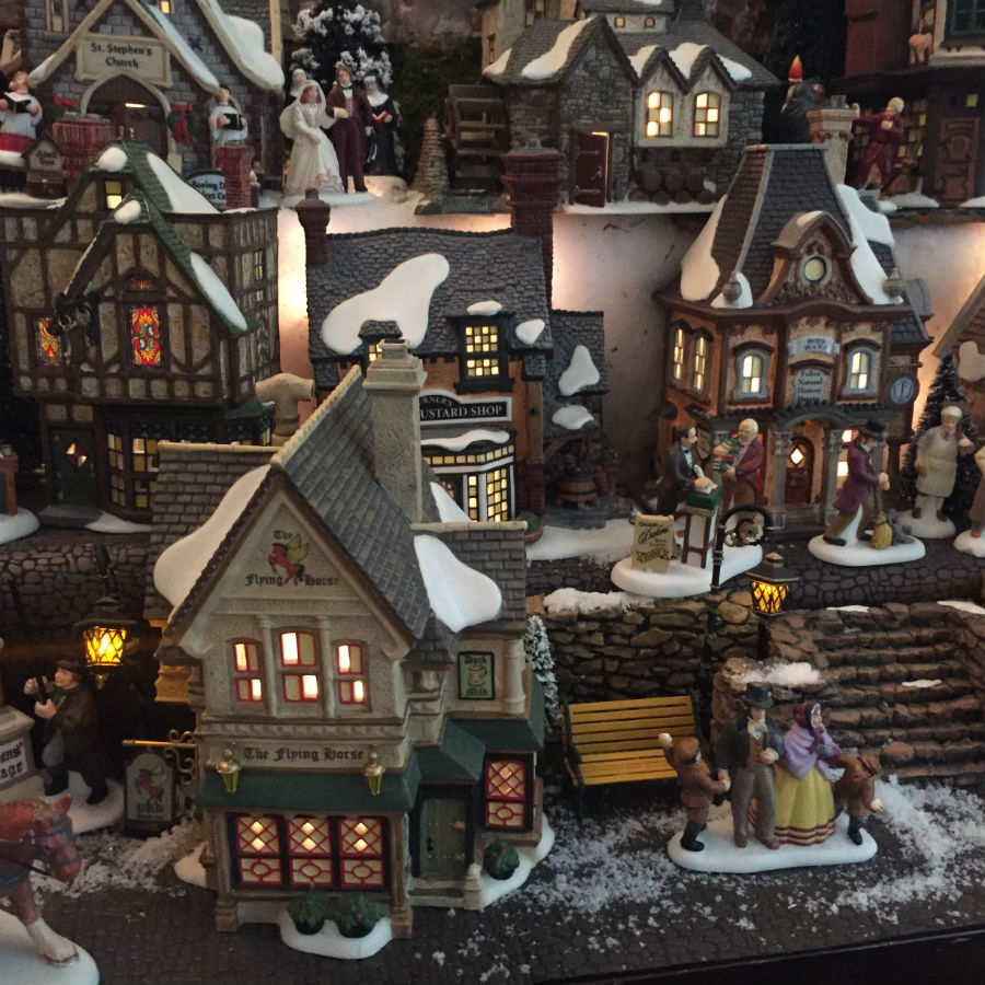 english-christmas-village-set