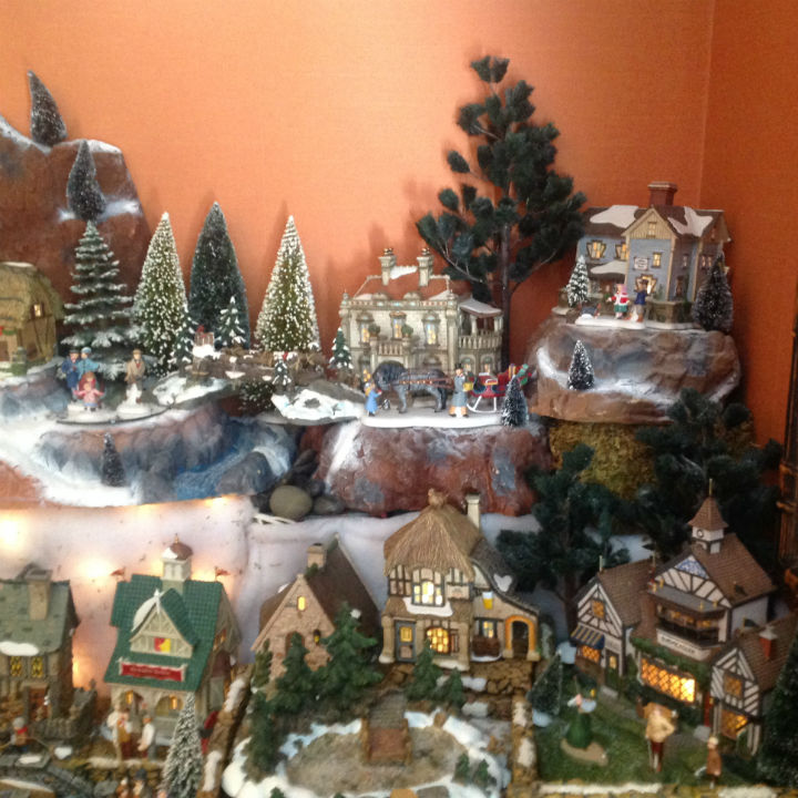 light-up-cottage-mini-santa-village